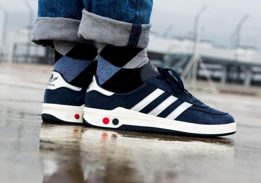 Chaussure Adidas SPZL CLMBA Navy Silver Metallic (suède bleu) on feet