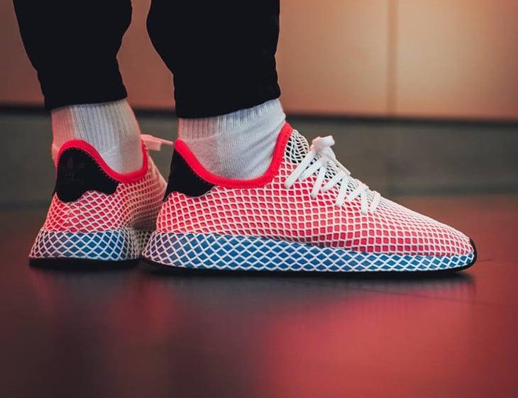 basket-adidas-deerupt-runner-motif-grille-bleue-rouge-blanche-pour-homme (2)
