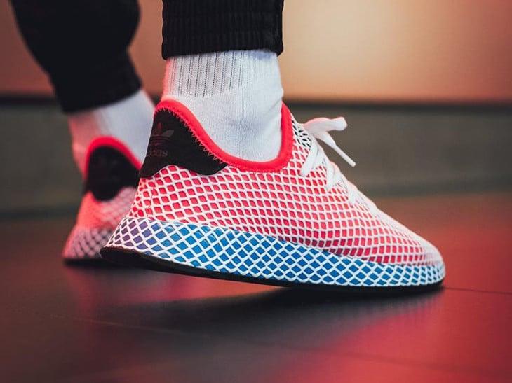 basket-adidas-deerupt-runner-motif-grille-bleue-rouge-blanche-pour-homme (3)