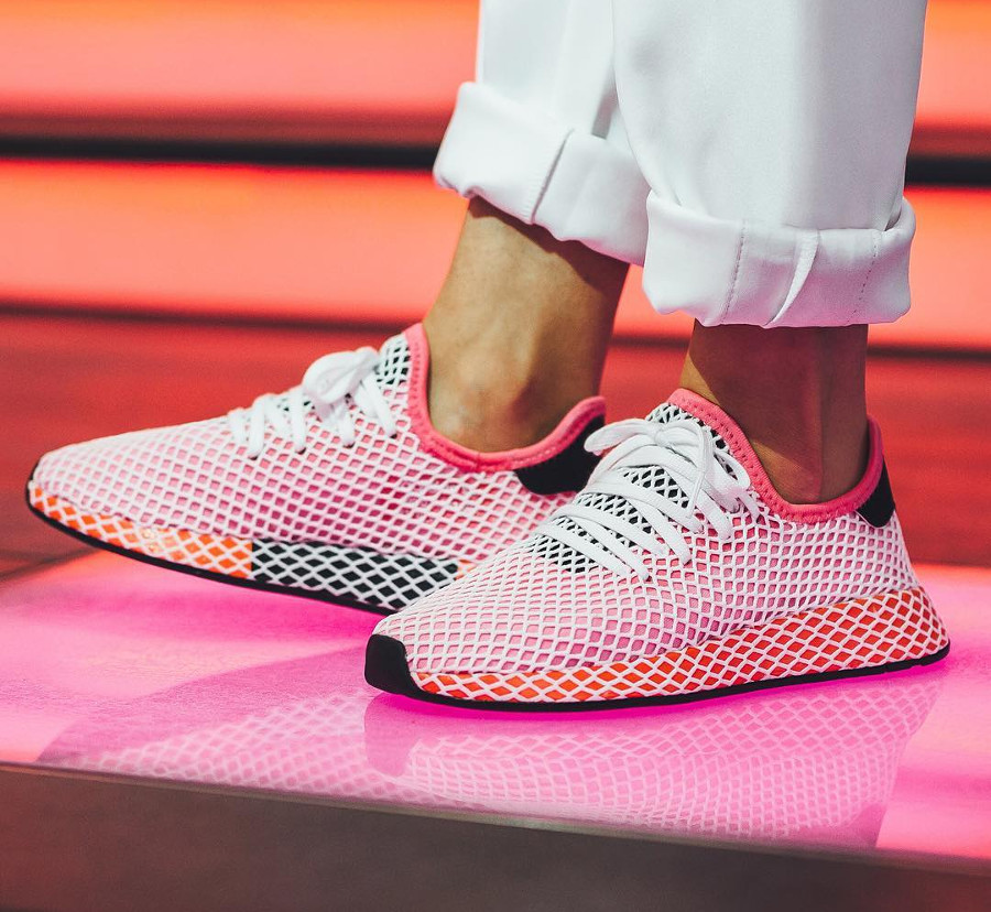 Chaussure Adidas Deerupt Runner Rose rose Chalk Pink (femme) on feet