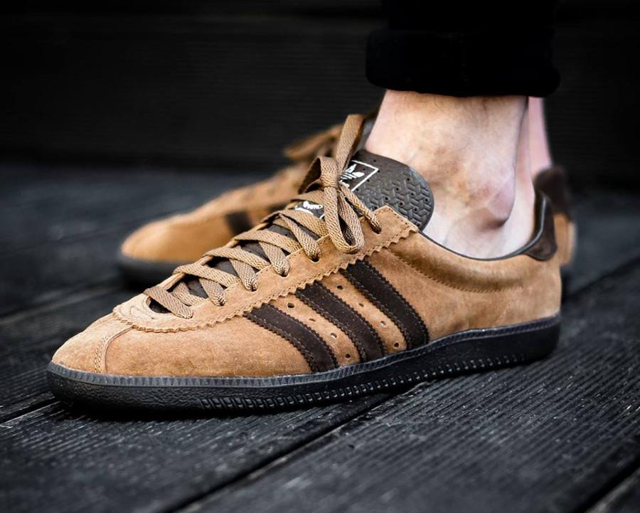 Chaussure Adidas Padiham SPZL Timber (suède marron) on feet