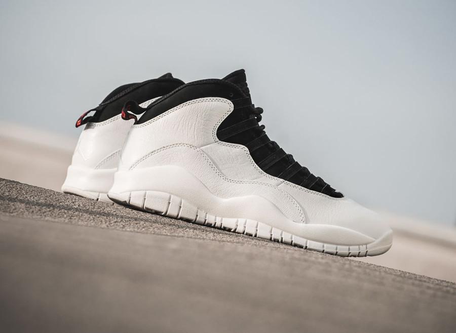 basket-air-jordan-x-i-m-back-blanche-et-noire-profil