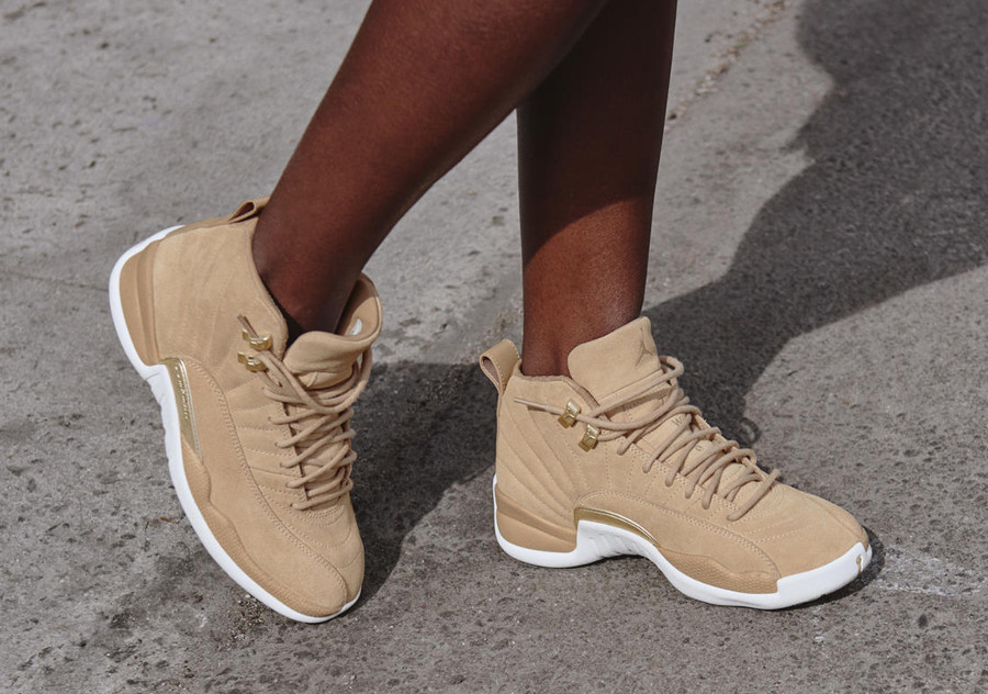 basket-air-jordan-xii-retro-suede-beige-or-metallique-AO6068-203 (4-1)
