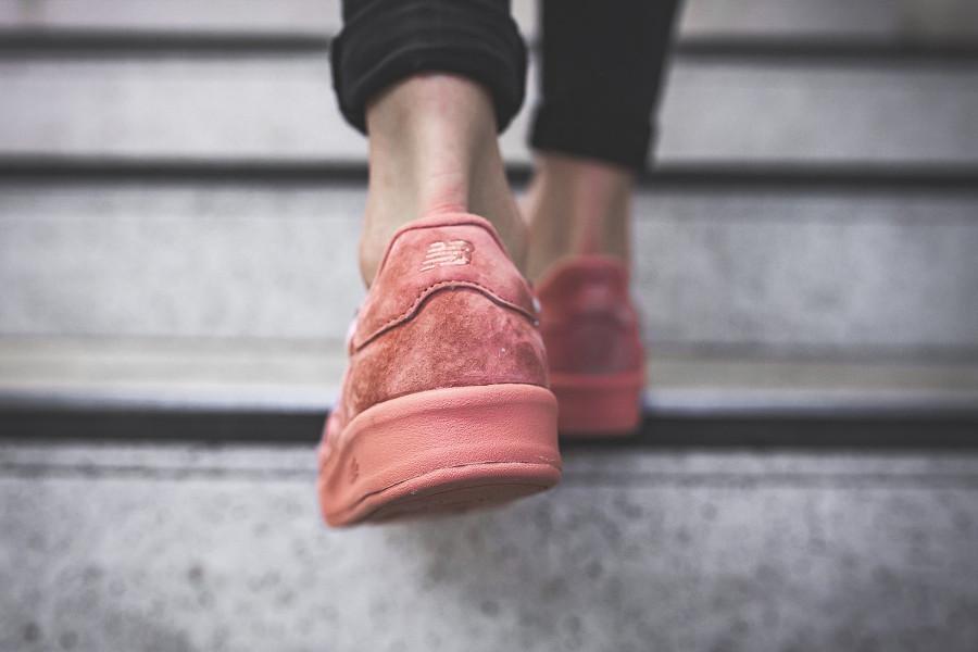 basket-new-balance-wrt-300-pp-en-daim-rose-femme (1)