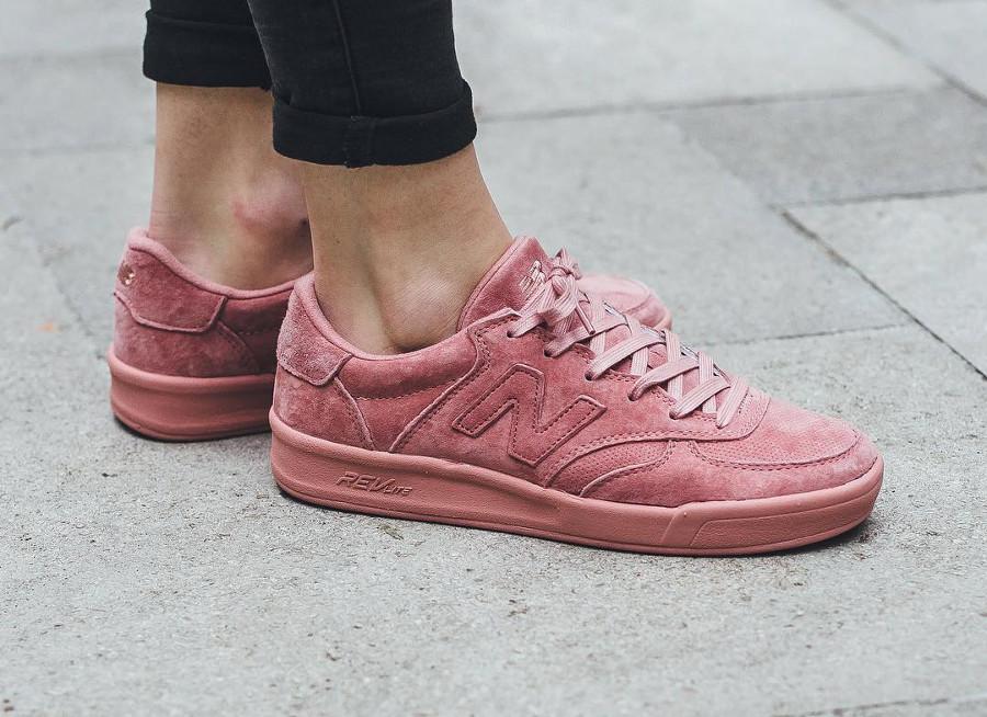 basket-new-balance-wrt-300-pp-en-daim-rose-femme (3)