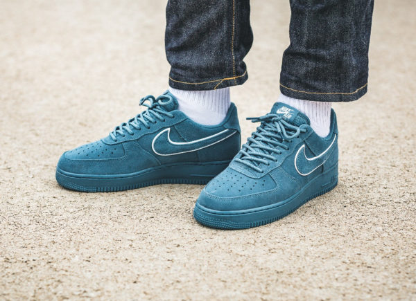low priced cfd30 e1a76 Chaussure Nike Air Force 1 Low  07 LV8 Suede Bleu Noise Aqua on feet (