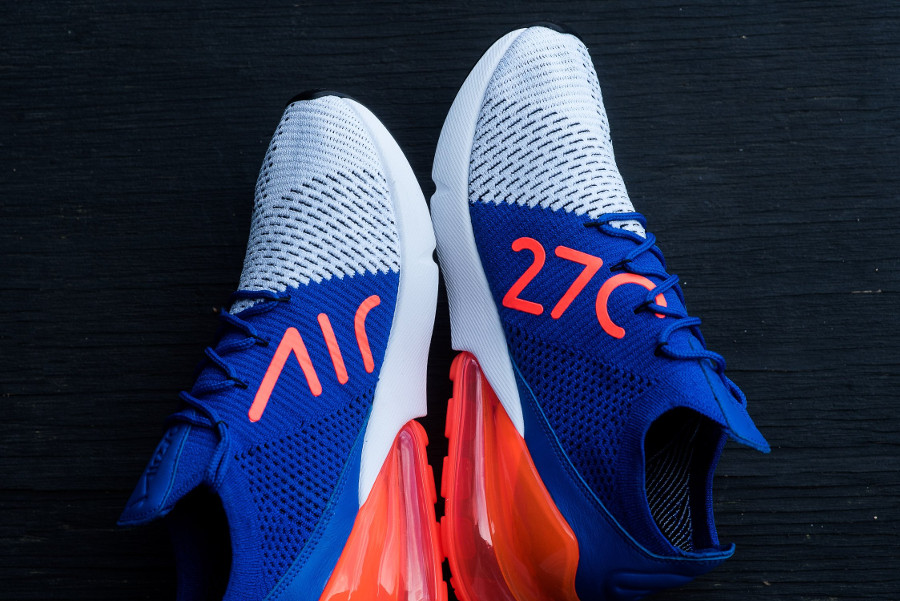 basket-nike-air-max-270-flyknit-blanche-bleue-