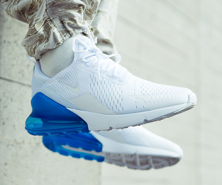 Chaussure Nike Air Max 270 blanche et bleu photo on feet (homme)