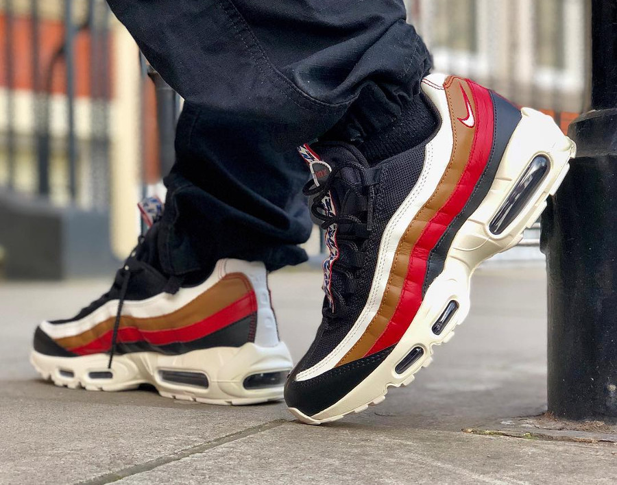 Chaussure Nike Air Max 95 TT Premium Pull Tab Taped Black Ale Brown on feet