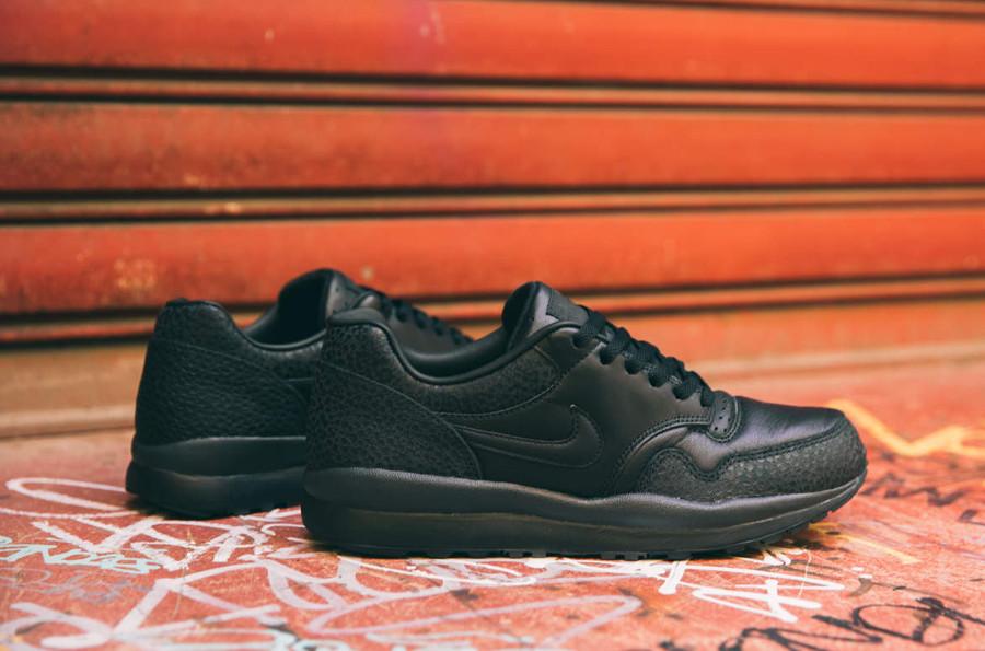 Chaussure Nike Air Safari noire Triple Black (imprimé peau d'autruche)