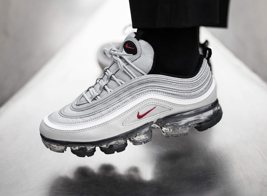 Chaussure Nike Air Vapormax 97 OG Silver Bullet Metallic homme on feet