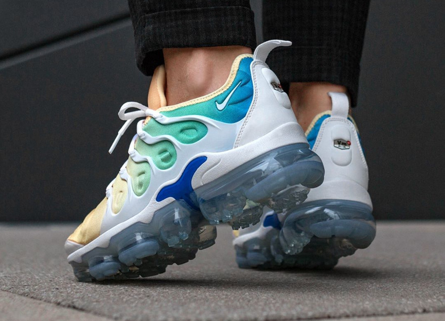 basket-nike-air-vapormax-plus-degradé-bleu-vert-orange-femme-AO4550 100 (2)