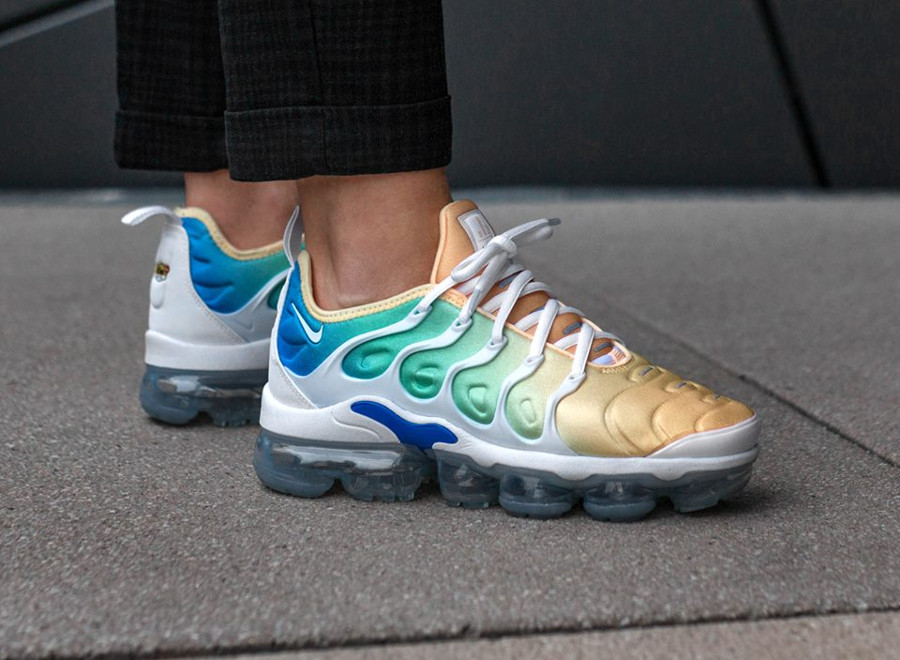 Chaussure Nike Air Vapormax Plus Light Menta (dégradé orange) on feet