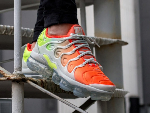 Chaussure Nike Air Vapormax Plus Requin Reverse Sunset (dégradé orange) pour femme