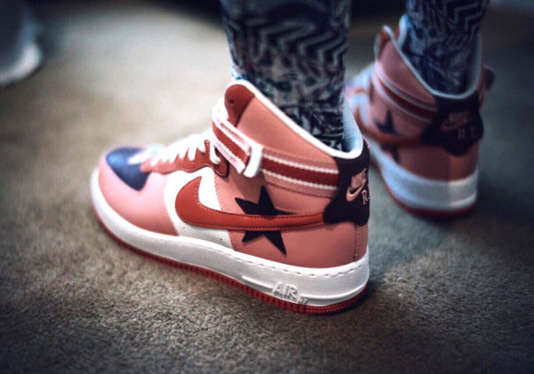 outlet store 608ef 41bd5 Riccardo Tisci x Nike Air Force 1 High  Victorious Minotaurs 2018 . 27 mars  2018. Chaussure NikeLab Air Force 1 High RT Icarus Sun Blush on feet
