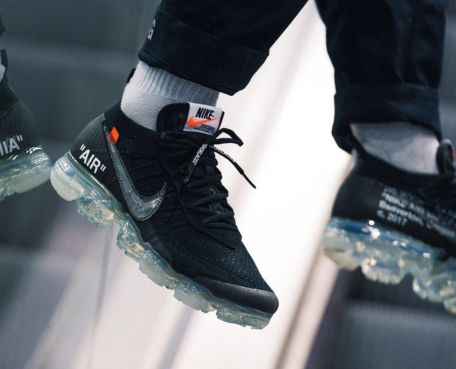 basket-virgil-abloh-nike-air-vapormax-black-coussin-air-translucide-on-feet-AA3831-002 (2)