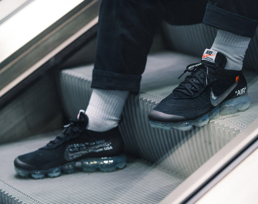 basket-virgil-abloh-nike-air-vapormax-black-coussin-air-translucide-on-feet-AA3831-002 (3)
