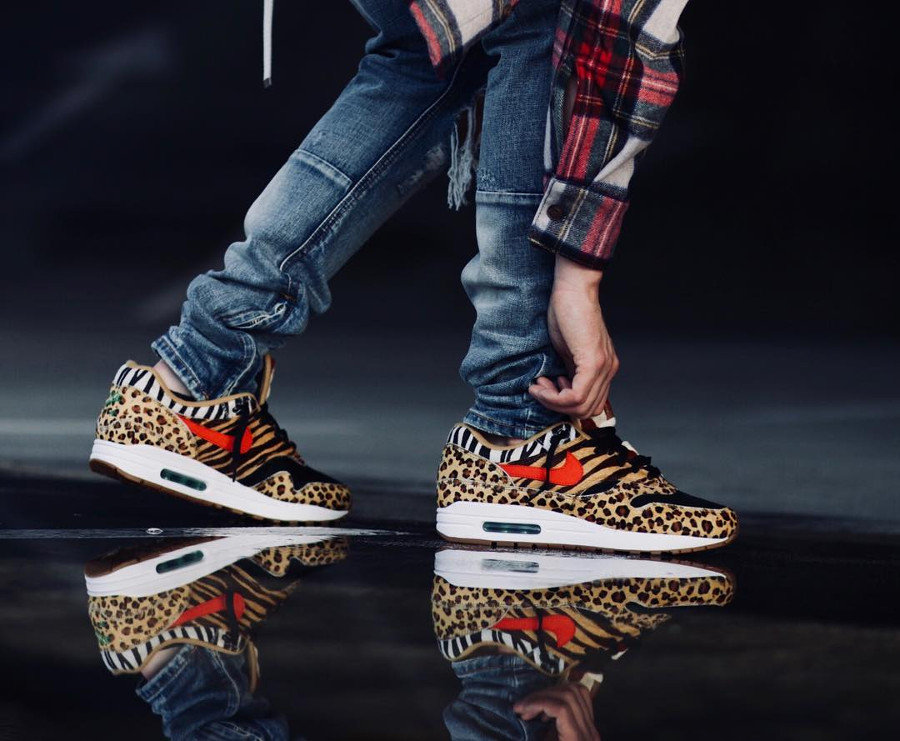 chaussure-atmos-tokyo-nike-air-max-one-poil-leopard-swoosh-rouge-semelle-gomme-on-feet (1)