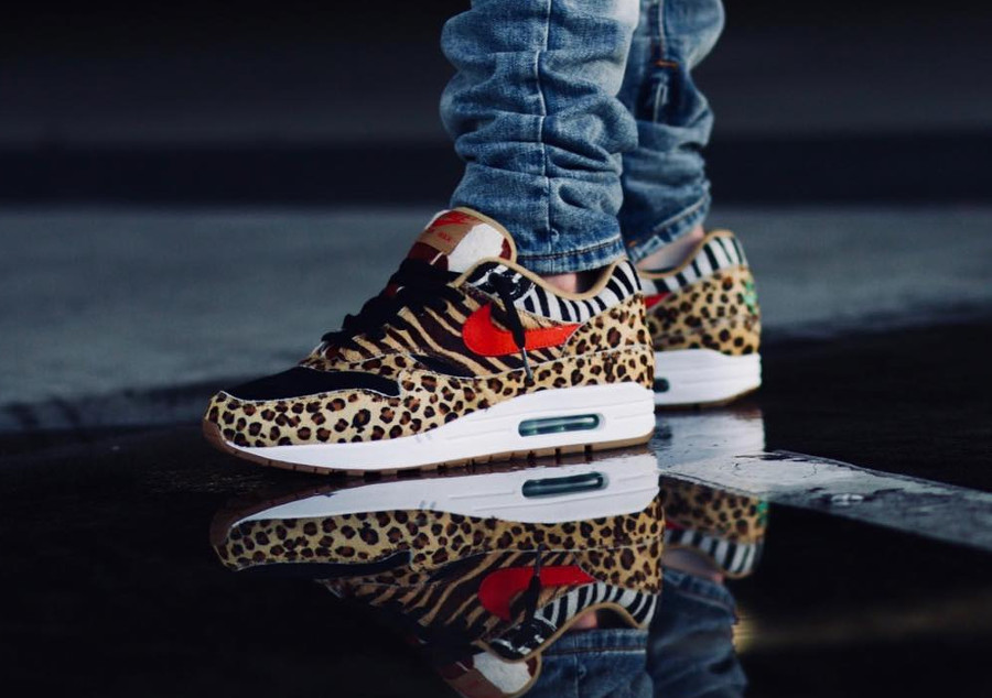 chaussure-atmos-tokyo-nike-air-max-one-poil-leopard-swoosh-rouge-semelle-gomme-on-feet (2)