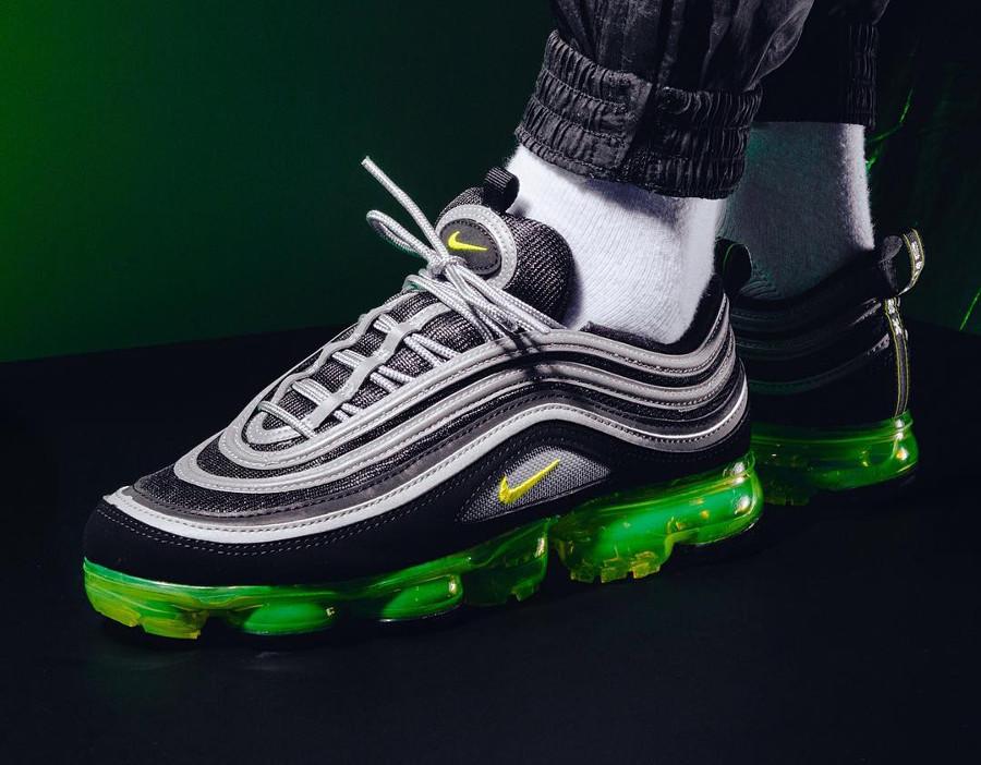 chaussure-de-basket-nike-air-max-97-vapormax-noir-jaune-et-vert-fluo-homme-AJ7291-001 (3)