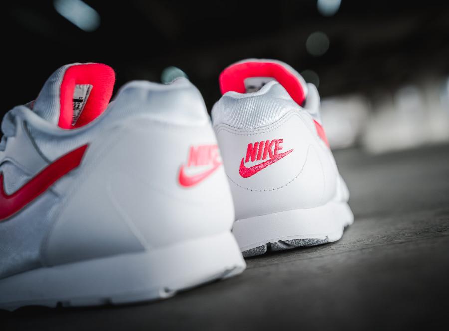 chaussure-de-basket-nike-wmns-outburst-og-blanche-rouge-rose-AR4669-101 (2)