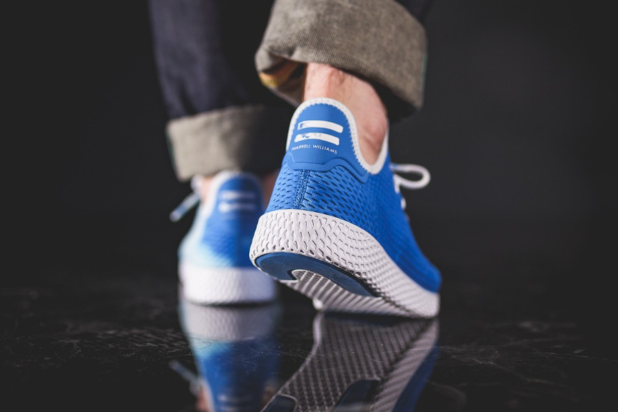 chaussure-de-basket-pharrell-williams-adidas-tennis-hu-holi-bleu-DA9618 (0)