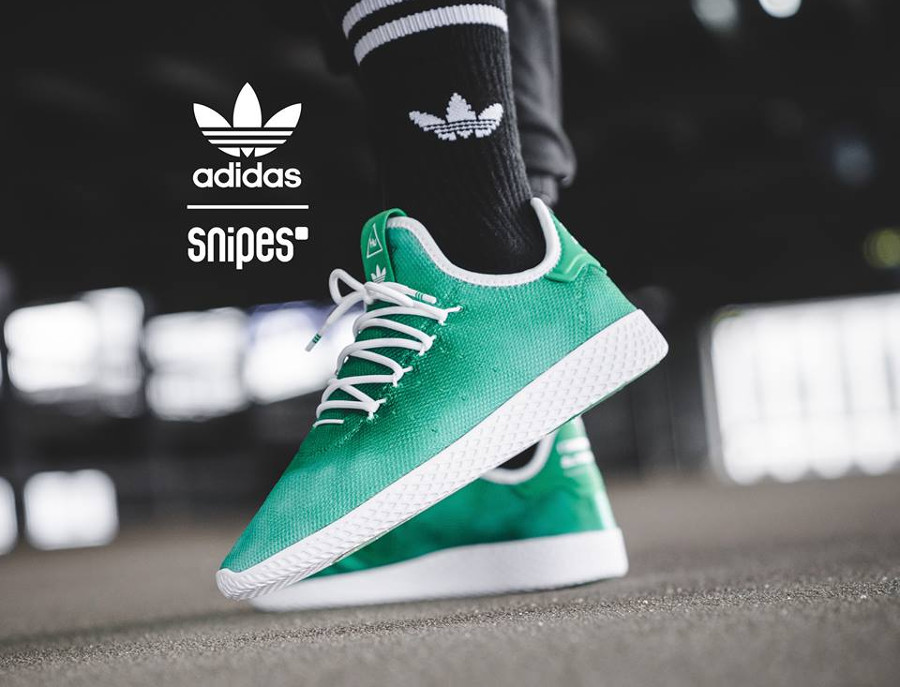 Adidas Tennis HU Holi Adicolor Bright Green (dégradé vert) on feet