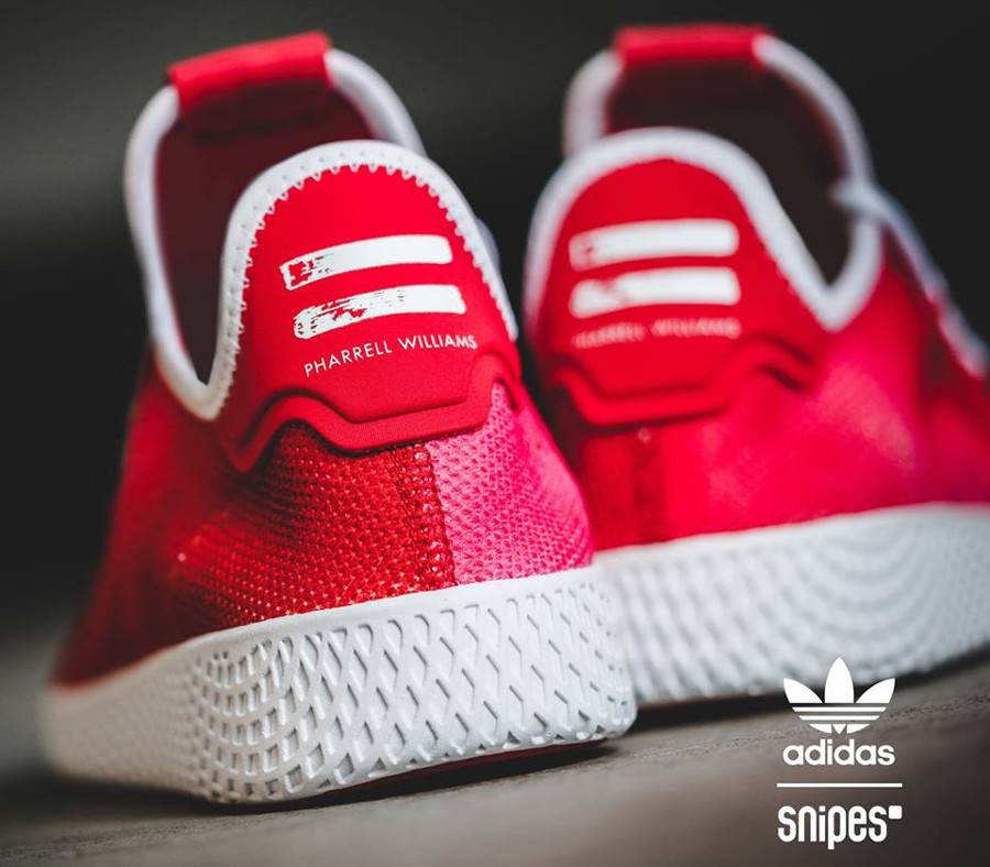 chaussure-de-basket-pharrell-williams-adidas-tennis-hu-holi-scarlet-red-DA9615 (1)