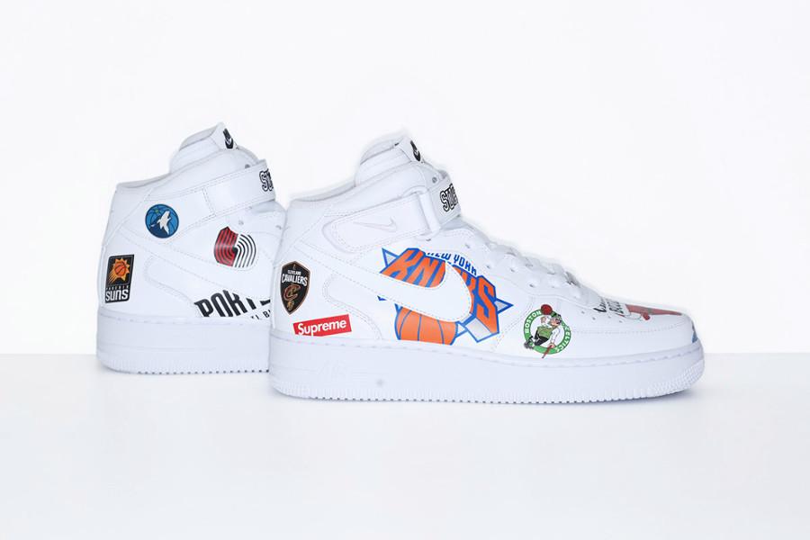 chaussure-de-basket-supreme-nyc-nike-air-force-1-mi-montante-blanche-AQ8017-100 (4)