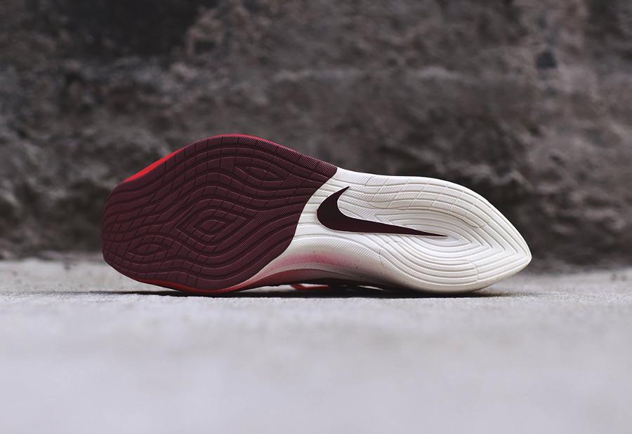 chaussure-nike-vapor-street-flyknit-rouge-noir-blanc-homme-AQ1763-600 (3)