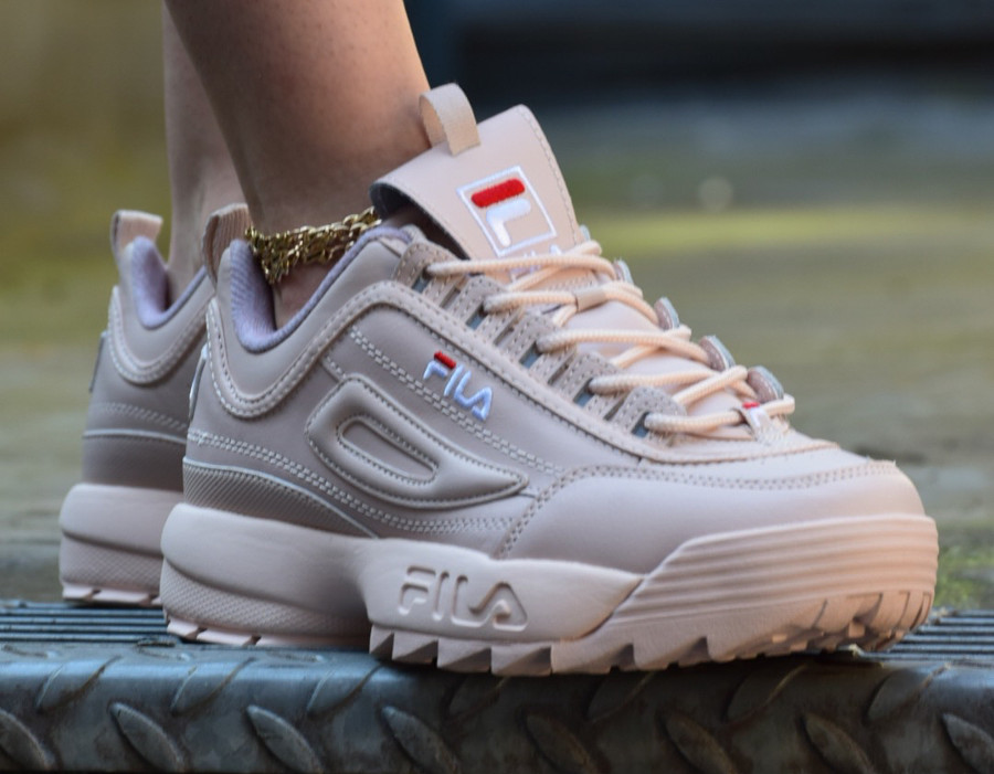 fila-disruptor-femme-low-ii-rose-on-feet