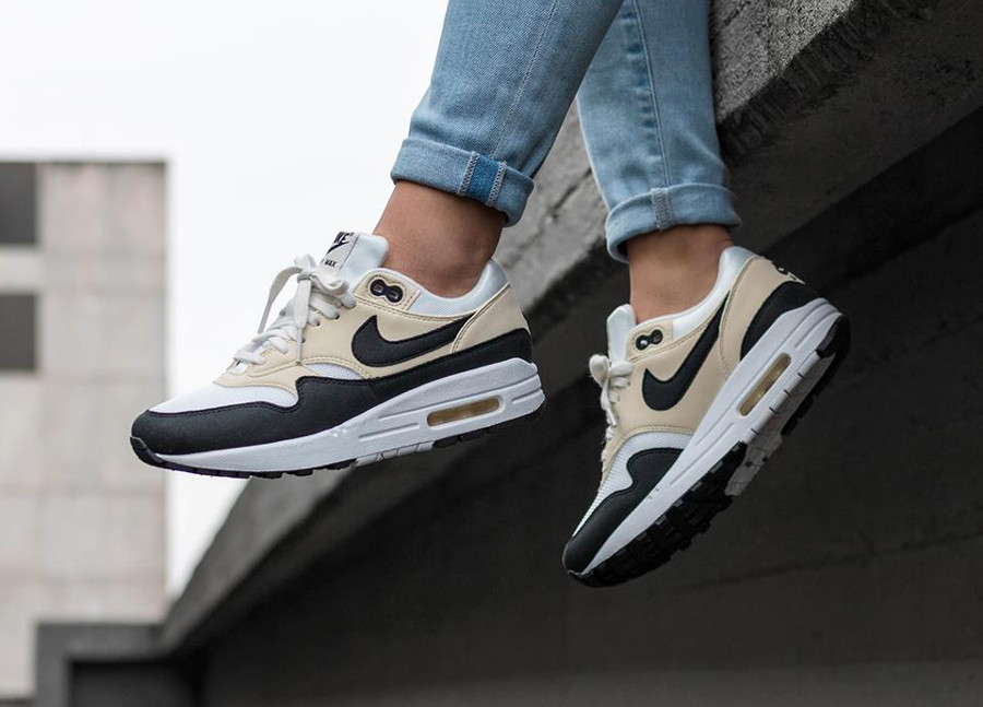 Chaussure de basket Nike Air Max One femme Sail Black Fossil on feet