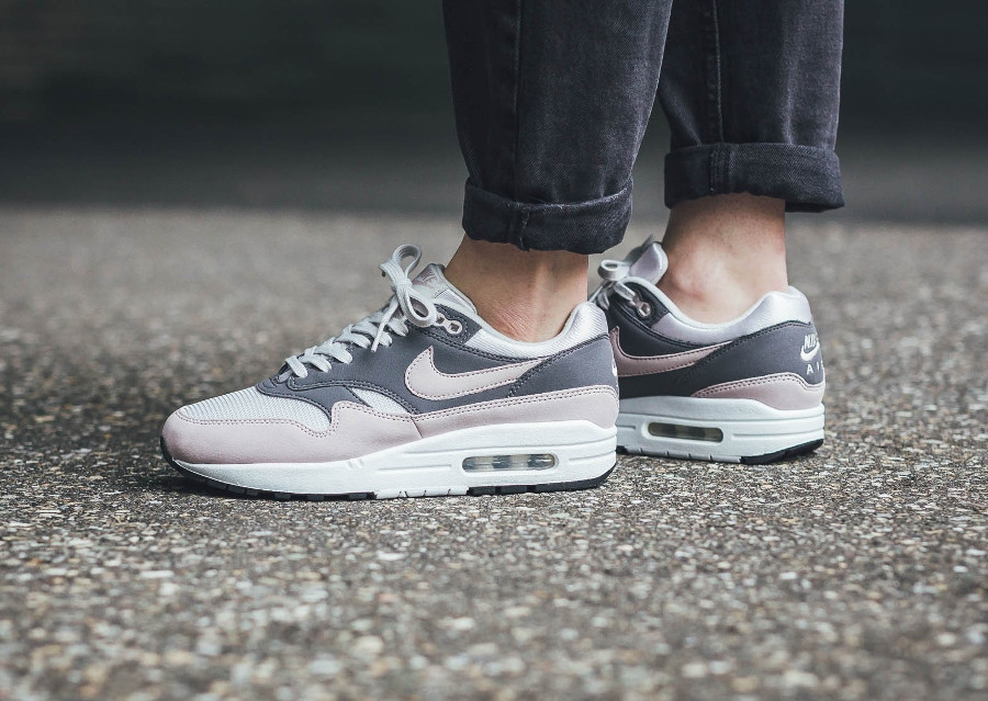 nike-wmns-air-max-one-Vast-Grey-Particle Rose-Gunsmoke-Black (2)