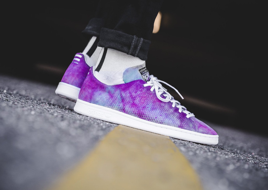 Chaussure de basket Pharrell Williams x Adidas Stan Smith Holi MC Powder Dye