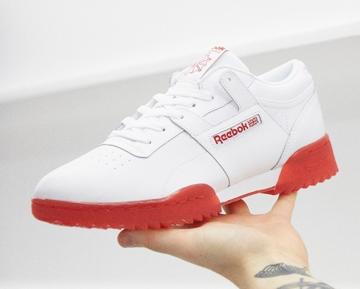 Reebok Workout Ripple Ice White Primal Red. Chaussure de basket Reebok  Workout blanche semelle transparente dent de requin rouge f8ced25f5
