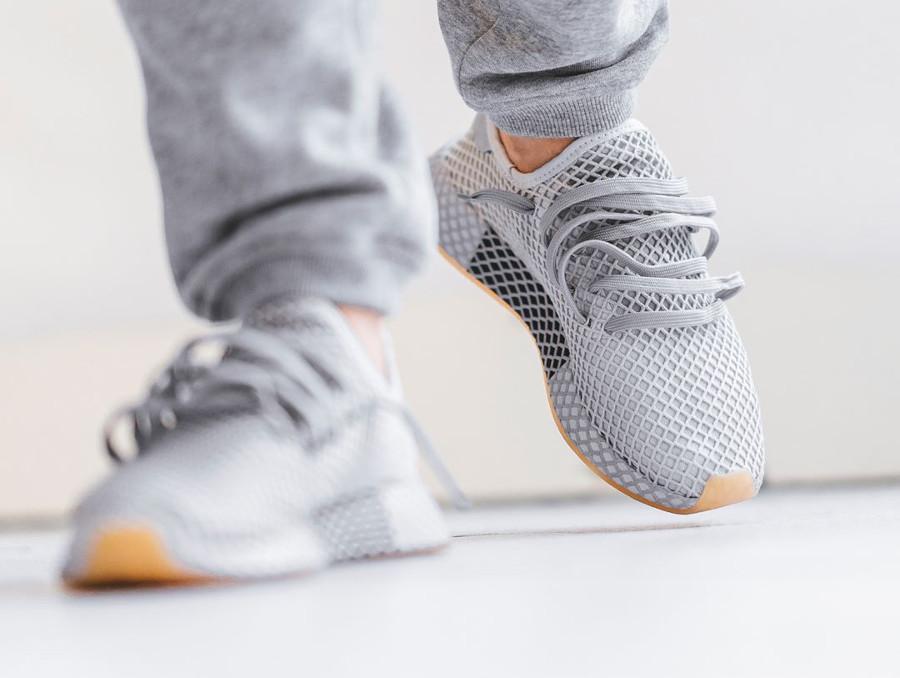 e8e680072 Basket Adidas Deerupt Runner gris clair Grey Three on feet CQ2628 (1)