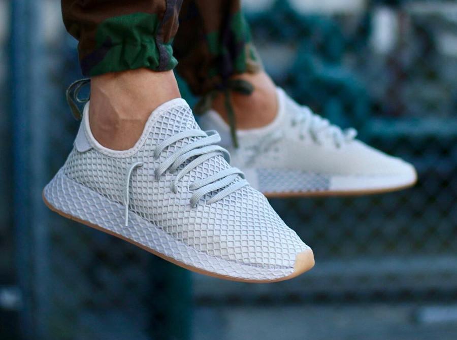 Basket Adidas Deerupt Runner gris clair Grey Three on feet CQ2628 (2)