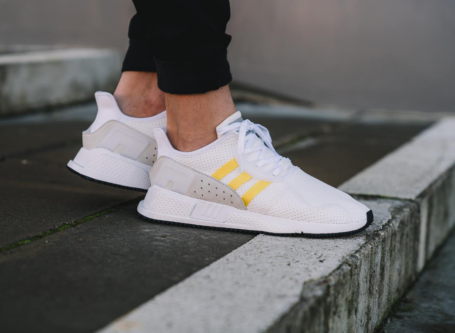 Chaussure Adidas EQT Cushion ADV blanche 'Yellow Stripes'