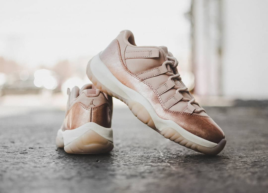 Basket Air Jordan 11 Retro Low GS cuir métallique bronze pour fille (3)