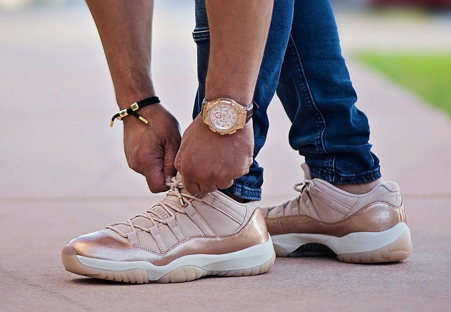 Basket Air Jordan 11 Retro Low GS cuir métallique bronze pour fille on feet (1)