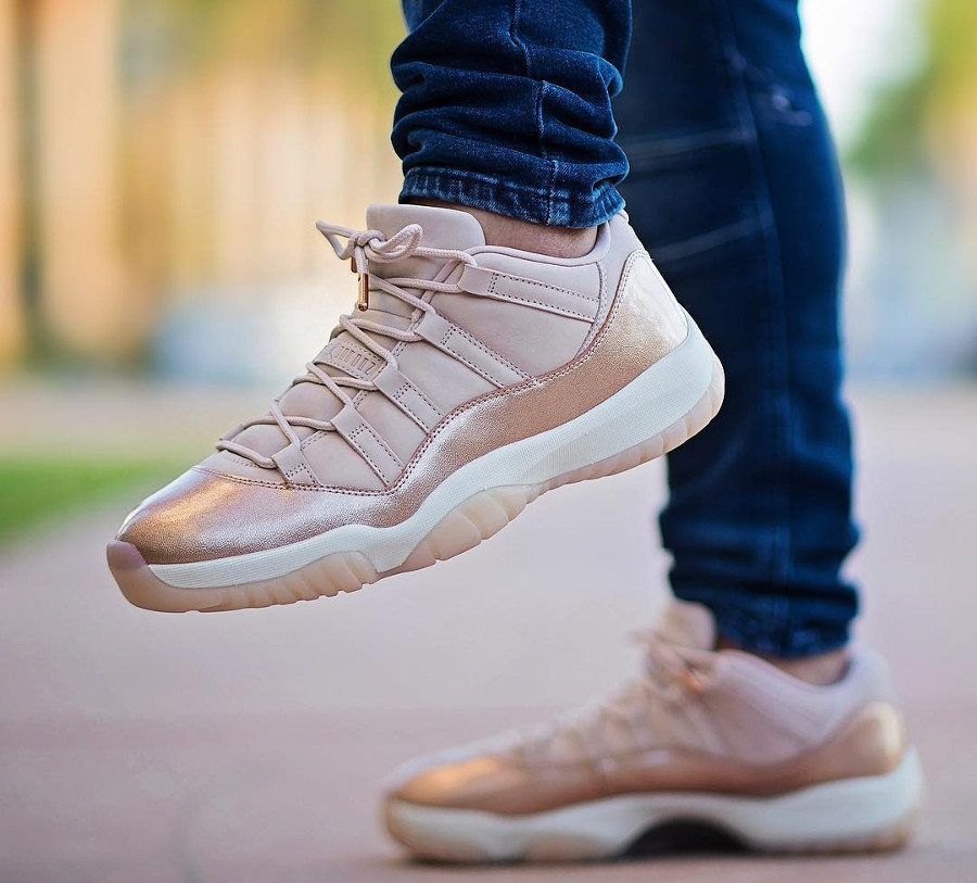 Basket Air Jordan 11 Retro Low GS cuir métallique bronze pour fille on feet (2)