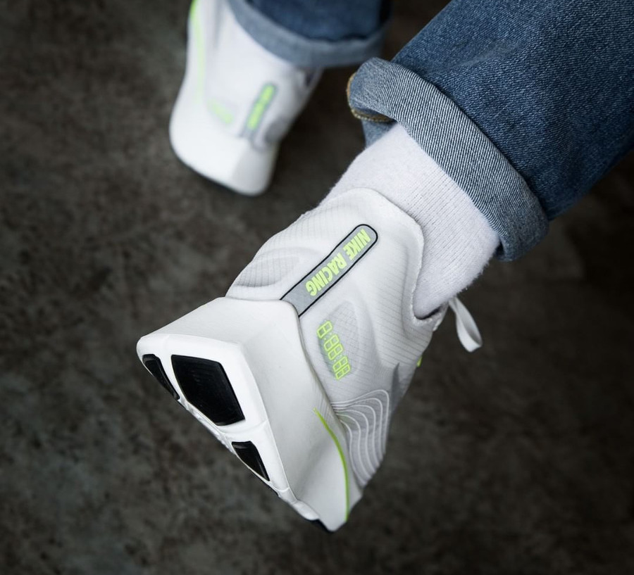 Basket Nike Zoom Fly SP White Volt Glow on feet (1)