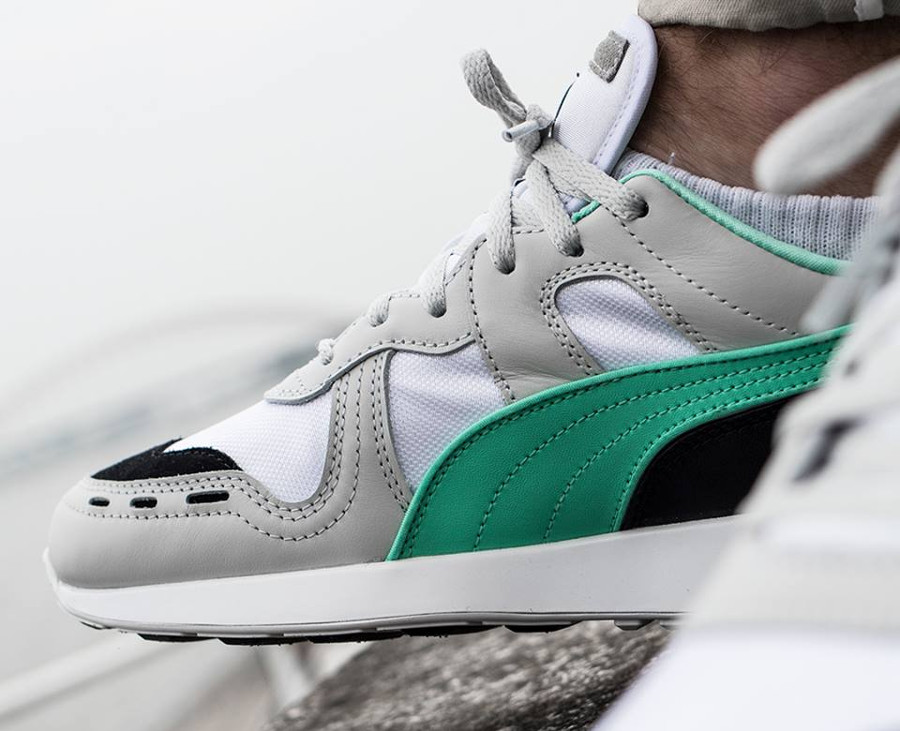 Basket Puma RS-100 Re-Invention 2018 grise blanche et verte on feet (3)