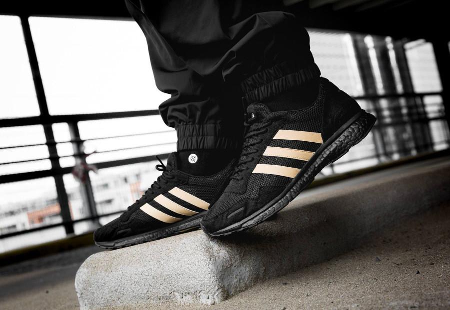 Basket UNDFTD x Adidas Adizero Adios noire on feet B22483 (2)