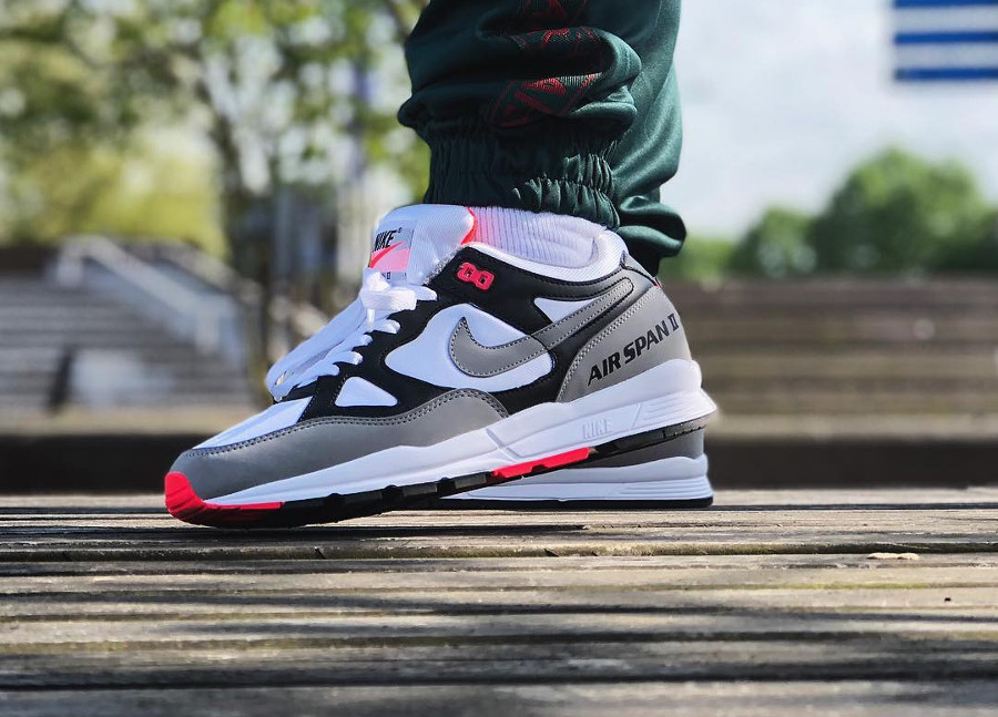 Chaussure Nike Air Span II 2 OG Hot Coral Black Dust 2018 on feet