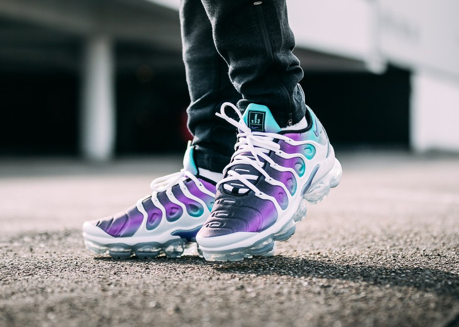 Chaussure Nike Air VaporMax Plus Requin Grape Fierce Purple homme on feet (1)