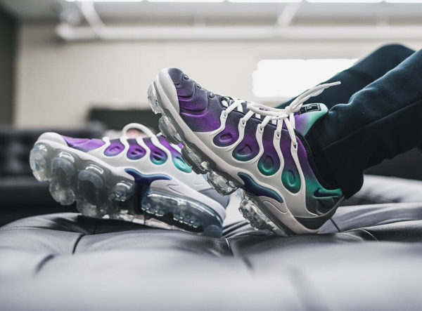 Chaussure Nike Air VaporMax Plus Requin Grape Fierce Purple homme on feet