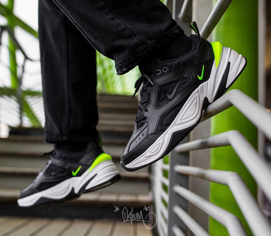 Chaussure Nike Wmns M2K Tekno Black Volt on feet