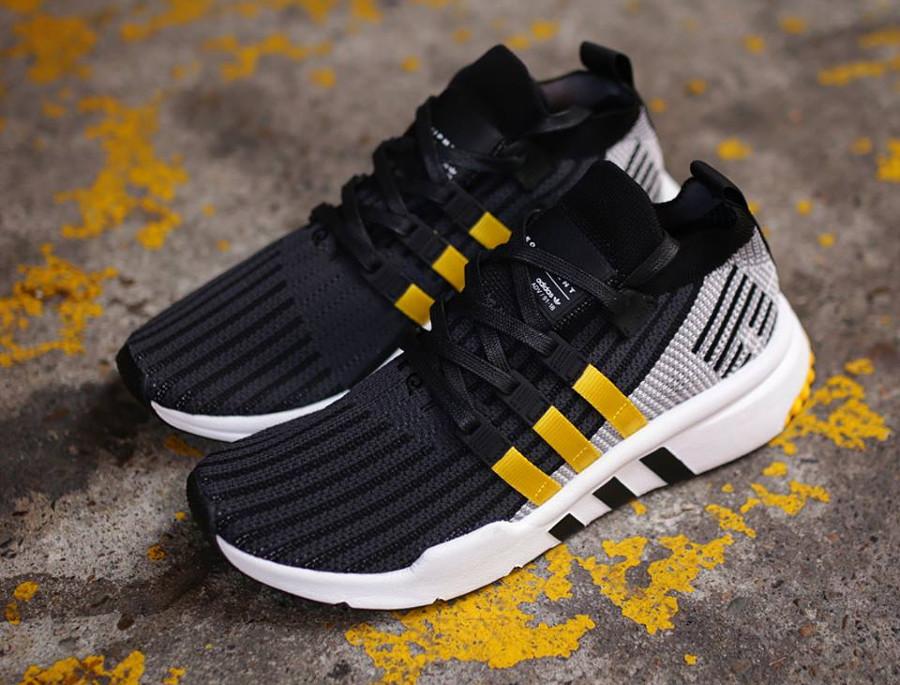 basket-adidas-equipment-support-adv-mi-montante-noire-3-bandes-jaunes-CQ2999 (1)