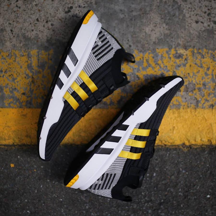 basket-adidas-equipment-support-adv-mi-montante-noire-3-bandes-jaunes-CQ2999 (3)